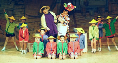 Widow Twankey, Wishee and Kids -- Aladdin Broxbourne pantomime photo 2007/2008
