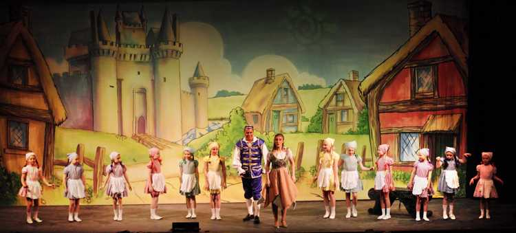 Cinderella Pantomime Broxbourne: Buttons, Cinderella and Jason Kids