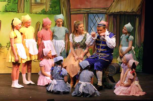 Cinderella Pantomime Broxbourne: Cinderella, Buttons and Jason Kids