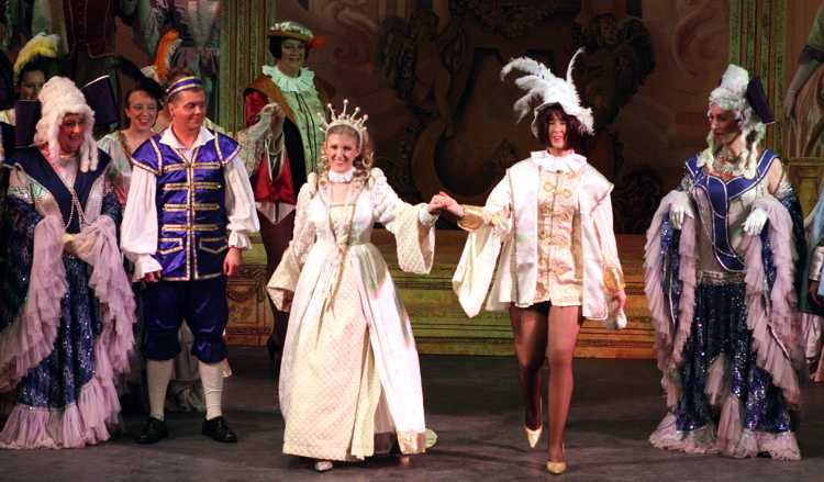 Cinderella Pantomime Broxbourne: Cinderella and Prince Charming in Finale