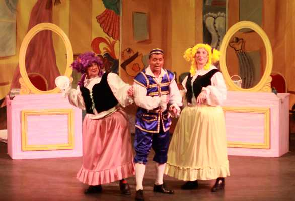 Cinderella Pantomime Broxbourne: Buttons and Ugly Sisters