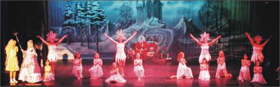 Broxbourne Theatre Company : Goldilocks Pantomime Scene 2004/2005 at Broxbourne Civic Hall